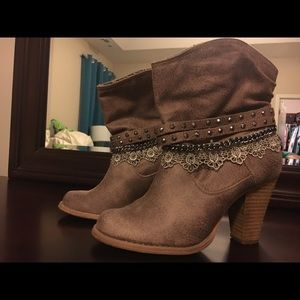 Adorable Boots straight from Nashville!